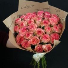 Букет из 31 роз Джумилия с упаковкой 60см