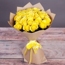 Букет из 27 роз Пенни Лейн в крафт-бумаге