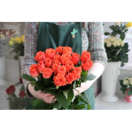 Букет из 19 роз ВОВ с лентой